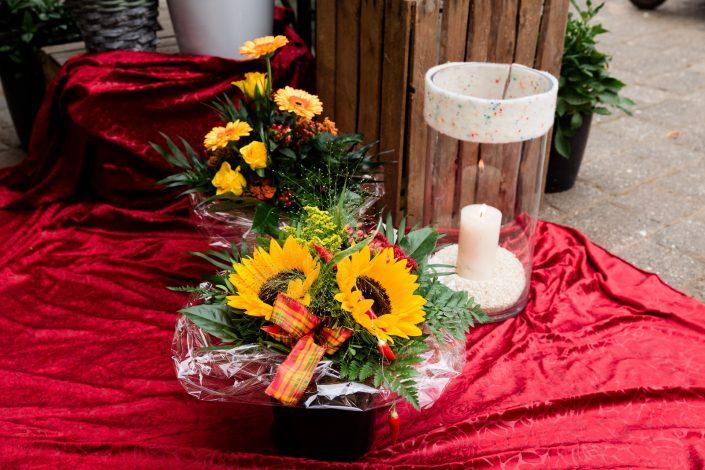 Gesteck mit Sonnenblumen